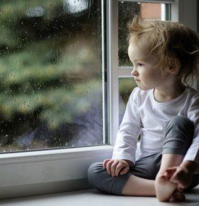 Депрессия у детей — диагностика, основные признаки, возможные причины и варианты лечения