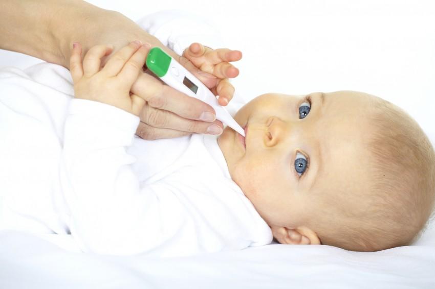 У ребенка температура 38. Что делать и как лечить